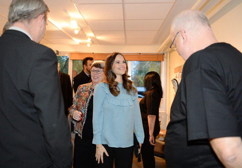 Prinsessan Sofia besökte Fritidsbanken tillsammans med Viola Johansson, landshövdingen i Värmlands fru. Foto: Simone Syversson, Enomis/Länsstyrelsen i Värmland