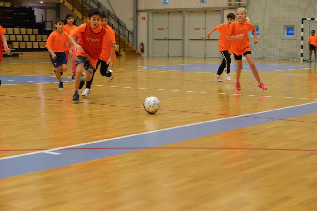 Matchen i full gång. Foto: Henric Byström, Fritidsbanken