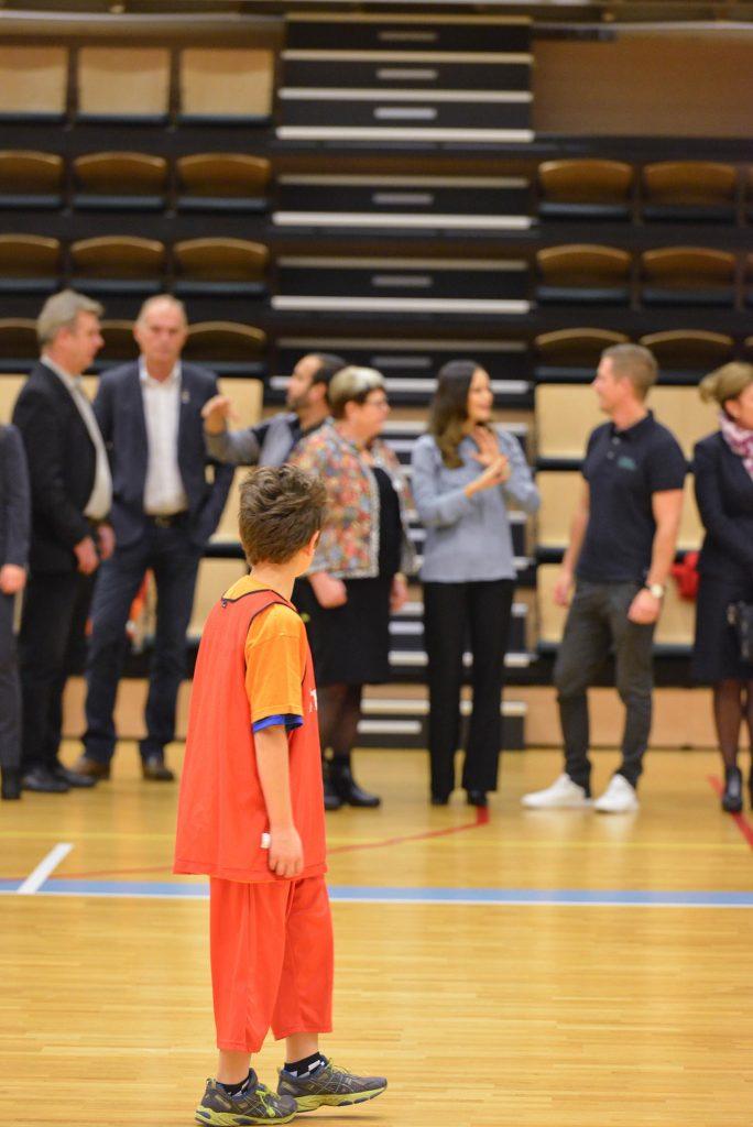 """""""Tittar de ens på matchen?"""" Foto: Henric Byström, Fritidsbanken"""